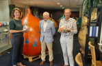 President Lions Lisse Oude Duinen overhandigt hoofdprijs loterij aan winnares