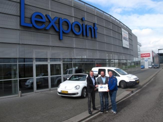 Lexpoint reikt weekendje cabriorijden uit aan Bouwmaat Hoofddorp WOW-Week winnaar